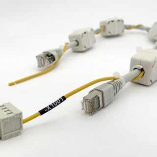 Cable with jack plugs and ferrite cores